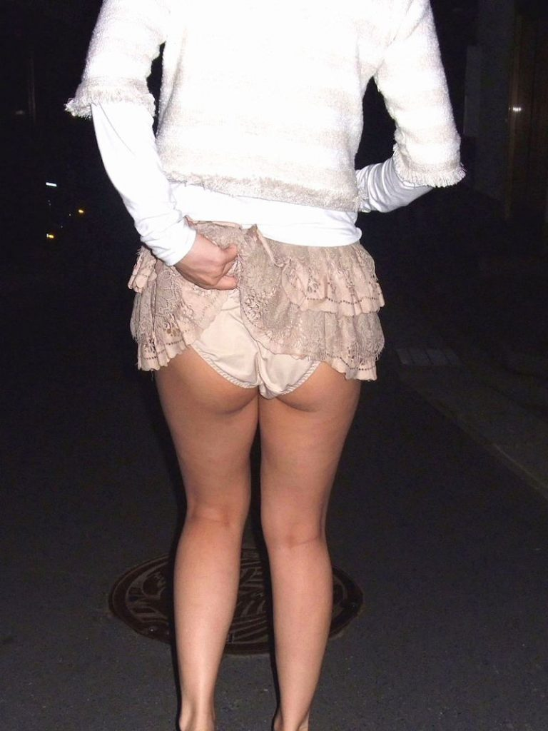 """【たくし上げ】女の子が自らスカートたくし上げてパンツ見せてくれる""""肉奴隷""""確定なエロ画像・29枚目"""
