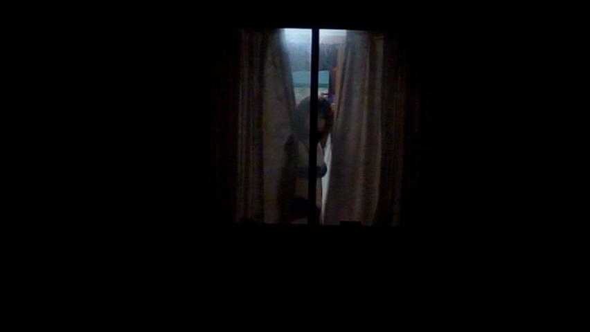 【民家盗撮】マンション住まいだからってカーテン開けてるまんさん、案の定隣の奴にコレされる・・・・(画像30枚)・11枚目