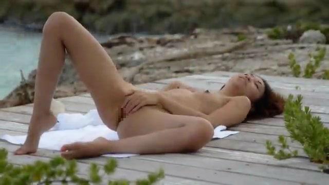 ヌーディストビーチでオナニーしちゃった女さん、当然のようにマンコ側から盗撮されるwwwww・26枚目