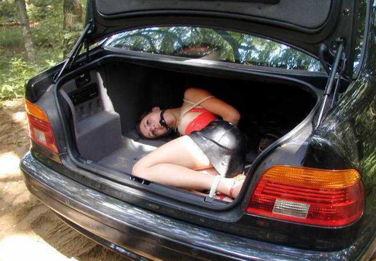 【誘拐エロ】拉致されたまんさん、運搬前に撮影された最後の画像がこれ・・・・27枚目