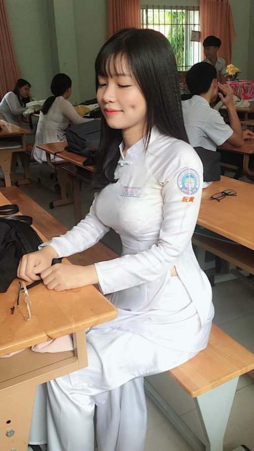 ベトナムのJKさん、おっぱいの発育よくてエロすぎぃぃぃ!